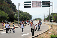 "REDOMA ESCOBAL -URE""A -COLOMBIA. 24-02-2014. Protesta de conductores .La protesta se origina debido a que se multar‡ a quien sea encontrado abasteciendo de combustible su veh'culo, carro o moto, en la v'a pœblica. La infracci—n de tr‡nsito, tendr‡ un costo de $872.000, el anuncio se hizo, luego de  un consejo extraordinario de seguridad, en el que se analizaron acciones para preservar la seguridad y la tranquilidad de la ciudad. El paso a Venezuela ./Protest drivers. Protest originates because they will fine anyone found fueling your car, truck or motorcycle on public roads. The traffic violation, will cost $ 872,000, the announcement was made after a special security council, in which actions are analyzed to preserve the security and tranquility of the city. The move to Venezuelase encuentra bloqueado. Photo: VizzorImage / Manuel Hernandez / Stringer"