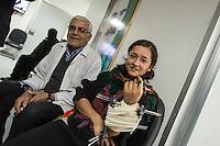 Sehid Xebat Hospital unter YPG-Verwaltung in Qamishli, Rojava/Syrien.<br /> Im Bild: Einer Kaempferin der YPJ, der Fraueneinheit in der Armee der YPG, wurde in Kobane der linke Arm zerschossen. Ein Operateur hat mit externer Fixierung die zertruemmerten Knochen stabilisiert. Der Krankenpfleger links freut sich ueber den Genesungsfortschritt.<br /> 14.12.2014, Qamishli/Rojava/Syrien<br /> Copyright: Christian-Ditsch.de<br /> [Inhaltsveraendernde Manipulation des Fotos nur nach ausdruecklicher Genehmigung des Fotografen. Vereinbarungen ueber Abtretung von Persoenlichkeitsrechten/Model Release der abgebildeten Person/Personen liegen nicht vor. NO MODEL RELEASE! Nur fuer Redaktionelle Zwecke. Don't publish without copyright Christian-Ditsch.de, Veroeffentlichung nur mit Fotografennennung, sowie gegen Honorar, MwSt. und Beleg. Konto: I N G - D i B a, IBAN DE58500105175400192269, BIC INGDDEFFXXX, Kontakt: post@christian-ditsch.de<br /> Bei der Bearbeitung der Dateiinformationen darf die Urheberkennzeichnung in den EXIF- und  IPTC-Daten nicht entfernt werden, diese sind in digitalen Medien nach §95c UrhG rechtlich geschuetzt. Der Urhebervermerk wird gemaess §13 UrhG verlangt.]