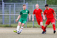 Giuseppe Signorelli (Offenbach, grün) gegen Oliver Witt (l.) und Eldin Alomerovic (r., beide Büttelborn) - Büttelborn 15.05.2019: SKV Büttelborn vs. Kickers Offenbach, A-Junioren, Hessenpokal Halbfinale