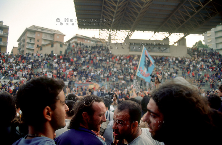genova luglio 2001, proteste contro il g8. lo stadio carlini --- genoa july 2001, protests against g8 summit. carlini stadium