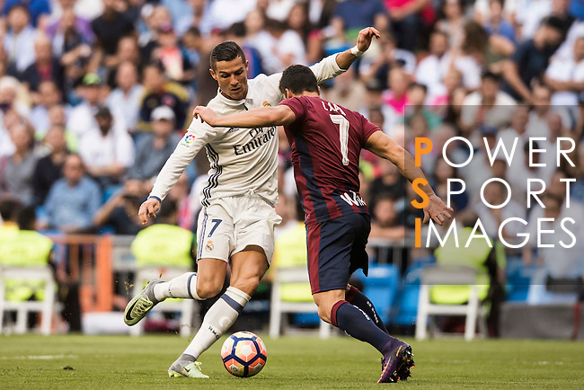 Cristiano Ronaldo of Real Madrid fights for the ball with Capa of SD Eibar during their La Liga match between Real Madrid CF and SD Eibar at the Santiago Bernabéu Stadium on 02 October 2016 in Madrid, Spain. Photo by Diego Gonzalez Souto / Power Sport Images
