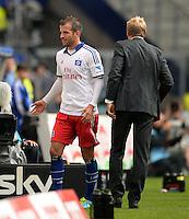 FUSSBALL   1. BUNDESLIGA   SAISON 2013/2014   4. SPIELTAG Hamburger SV - Eintracht Braunschweig                  31.08.2013 Rafael van der Vaart (li, Hamburger SV)  und Trainer Thorsten Fink (re, Hamburger SV)
