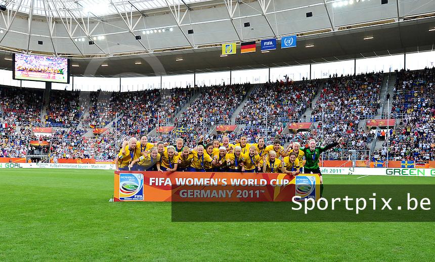 Fifa Women's World Cup Germany 2011 : France - Sweden  at Sinsheim : de verplichte ploegfoto voor de zweedse ploeg in vreugde.foto DAVID CATRY / Vrouwenteam.be