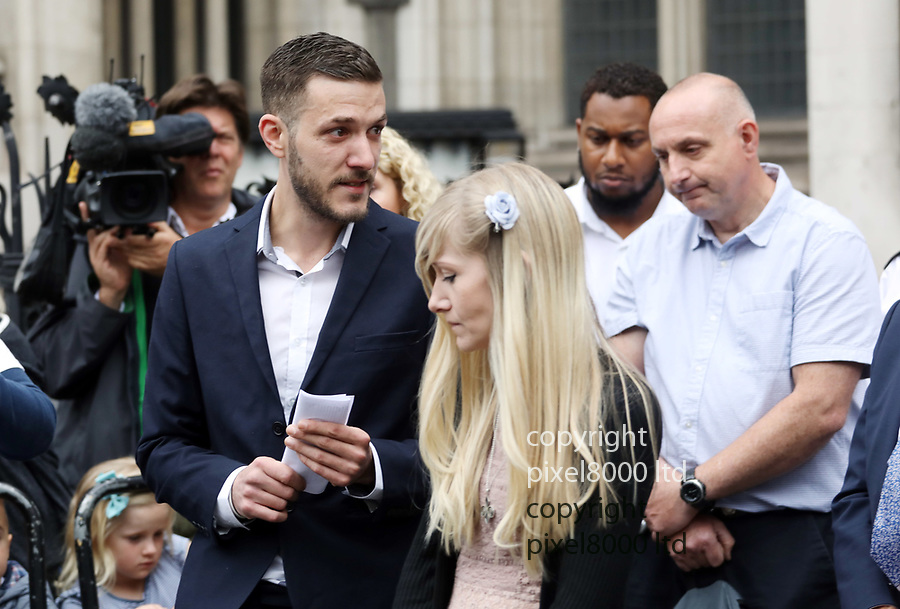Pic shows:  24.7.17<br /> <br /> High Court London<br /> Charlie Gard parents Connie Yates and Chris Gard emotional as they leave and give statement to packed press corps and cheers of supporters<br /> <br /> <br /> <br /> Pic by Gavin Rodgers/Pixel 8000 Ltd