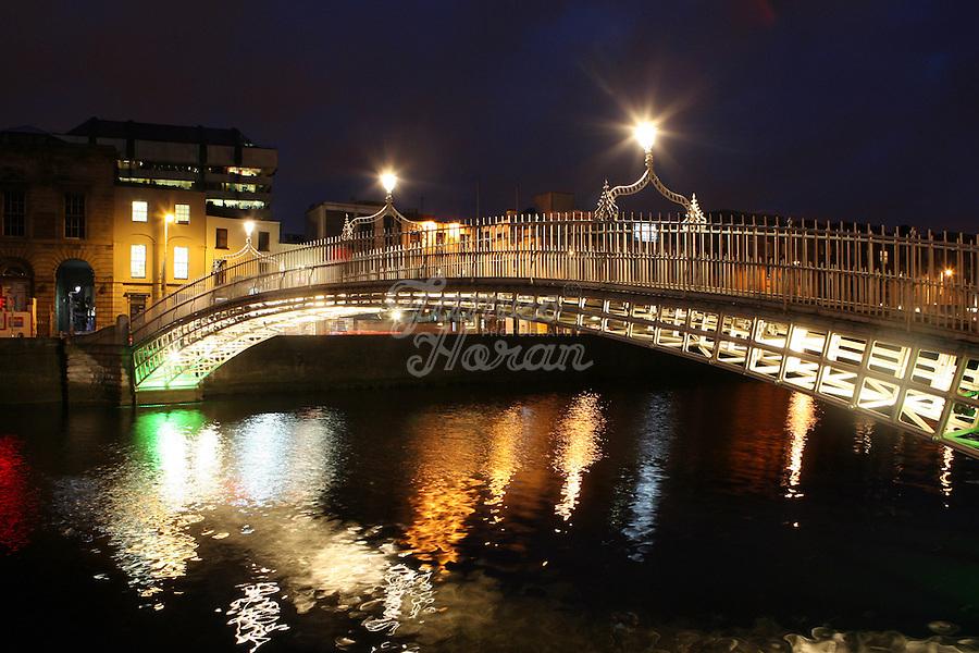 The Ha'Penny bridge at night, Dublin