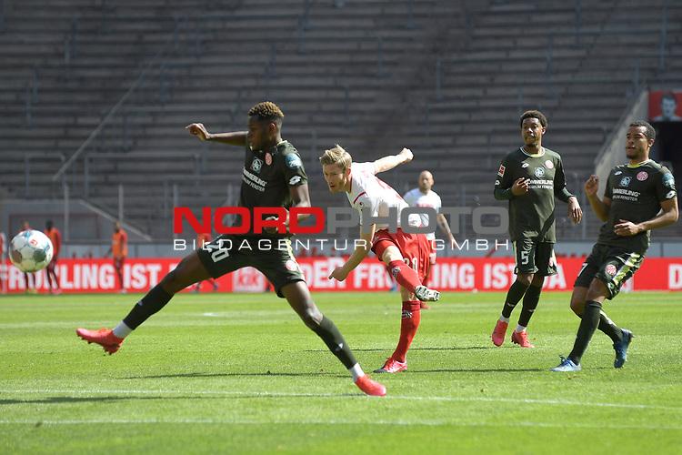 nph00351: Florian KAINZ (1.FC?KOELN),<br /> Schuss,Aktion,Zweikampf gegen<br /> Edimilson FERNANDES (1.FSV Mainz 05).<br /> Sport: Fussball: 1. Bundesliga: Saison 19/20: 26.Spieltag: 1.FC KOELN-FSV MAINZ 05,17.05.2020.<br /> Foto: Anke Waelischmiller/SVEN SIMON/POOL / via Meuter/nordphoto<br /> <br /> Nur für journalistische Zwecke! Only for editorial use!<br /> Gemäß den Vorgaben der DFL Deutsche Fußball Liga ist es untersagt, in dem Stadion und/oder vom Spiel angefertigte Fotoaufnahmen in Form von Sequenzbildern und/oder videoähnlichen Fotostrecken zu verwerten bzw. verwerten zu lassen. DFL regulations prohibit any use of photographs as image sequences and/or quasi-video.
