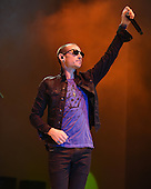 WEST PALM BEACH - MAY 02: Chester Bennington of Stone Temple Pilots performs during Day 4 of Sunfest on May 2, 2015 in West Palm Beach, Florida.(Photo By Larry Marano (C) 2015