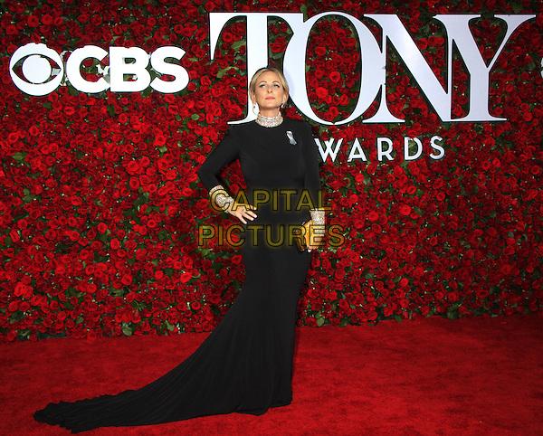 NEW YORK, NY-June 12: Marlee Matlin at the 70th Annual Tony Awards at the Beacon Theatre in New York. NY June 12, 2016. <br /> CAP/MPI/RW<br /> &copy;RW/MPI/Capital Pictures