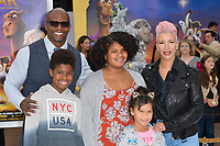 Terry Crews, Rebecca King-Crews &amp; Children at the world premiere for &quot;The Star&quot; at the Regency Village Theatre, Westwood. Los Angeles, USA 12 November  2017<br /> Picture: Paul Smith/Featureflash/SilverHub 0208 004 5359 sales@silverhubmedia.com