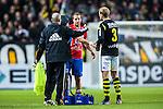 Solna 2013-09-30 Fotboll Allsvenskan AIK - &Ouml;sters IF :  <br /> &Ouml;ster 9 Kenny Pavey tackar AIK 3 Per Karlsson och AIK ledare fete matchen<br /> (Foto: Kenta J&ouml;nsson) Nyckelord: