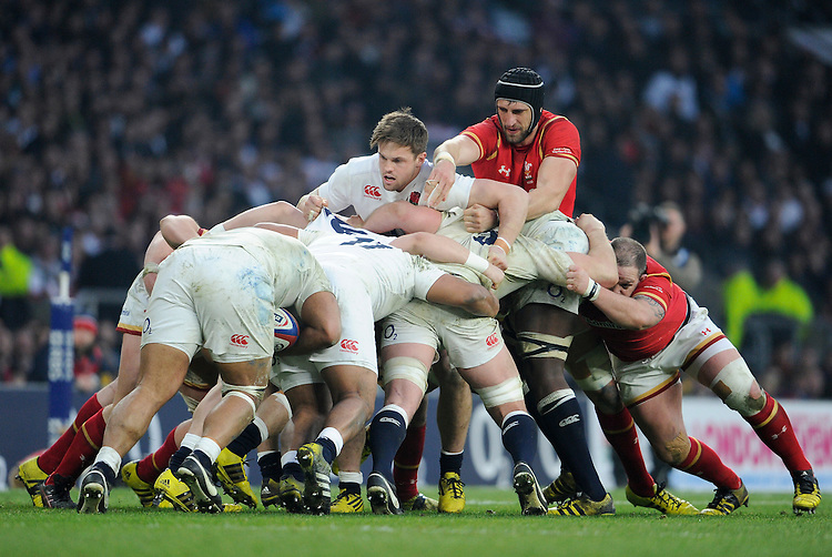 Wales' Luke Charteris battles for possession with England's Jack Clifford<br /> <br /> Photographer Ashley Western/CameraSport<br /> <br /> International Rugby Union - RBS 6 Nations Championships 2016 - England v Wales - Saturday 12th March 2016 - Twickenham - London<br /> &copy; CameraSport - 43 Linden Ave. Countesthorpe. Leicester. England. LE8 5PG - Tel: +44 (0) 116 277 4147 - admin@camerasport.com - www.camerasport.com
