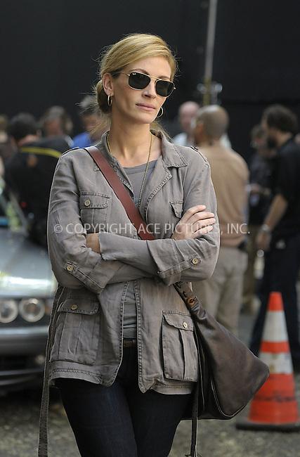 WWW.ACEPIXS.COM . . . . .  ....August 3 2009, New York City....Actress Julia Roberts on the Lower East Side set of the new movie 'East Pray Love' on August 3 2009 in New York City......Please byline: AJ Sokalner - ACEPIXS.COM..... *** ***..Ace Pictures, Inc:  ..tel: (212) 243 8787..e-mail: info@acepixs.com..web: http://www.acepixs.com