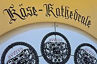 Europe/Suisse/Saanenland/Gstaad: fromages d'alpage, fromage à rebibe dans la cathédrale des fromage - ces fromages sont ensuite vendus à la fromagerie: Molkerei Gstaad,
