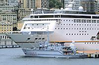 - cruise ship in the Genoa harbor, minesweeper Lerici class....- nave da crociera nel porto di Genova, cacciamine classe Lerici