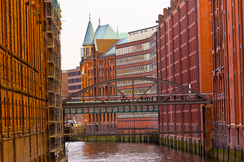 Canal on Auf Dem Sande in Speicherstadt (Warehouse District), Hafen City (along the harbor), Hamburg, Germany