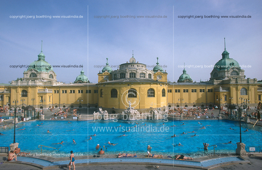 HUNGARY Budapest, Széchenyi Thermal bath, which is heated by geothermal hot water / UNGARN Budapest, Széchenyi Thermalbad, die Baeder werden mit geothermischen heissem Wasser betrieben