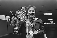 Dutch Team back from Montreal, 1976 Olympic Games.<br /> <br /> Enith Birgitha with medals<br /> Date August 3, 1976<br /> Location Montreal<br /> <br /> Photographer Peters, Hans / Anefo