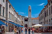 Kroatien, Dalmatien, Dubrovnik: Altstadt - UNESCO Weltkulturerbe - Placa (Stradun) und Glockenturm | Croatia, Dalmatia, Dubrovnik: Old Town - UNESCO world heritage - Placa (Stradun) and bell tower
