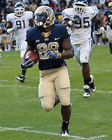 Pittsburgh running back Dion Lewis breaks off a long run. Pittsburgh Panthers defeat the University of Connecticut Huskies 24-21 on October 10, 2009 at Heinz Field, Pittsburgh, PA.