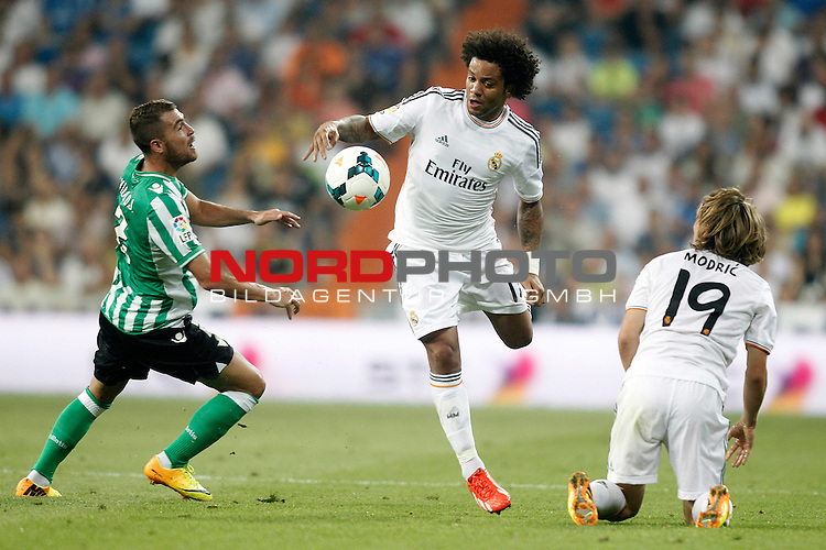 Real Madrid's Marcelo Vieira (c) and Luka Modric (r) and Betis' Javier Chica during La Liga match.August 18,2013. Foto © nph / Acero)