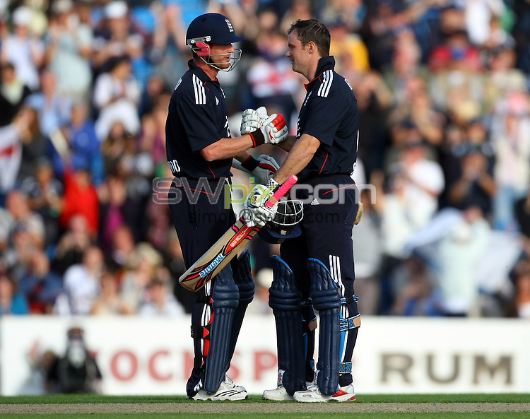 PICTURE BY VAUGHN RIDLEY/SWPIX.COM - Cricket - Natwest Series - England v Pakistan, 2nd ODI - Headingley, Leeds, England - 12/09/10...Copyright - Simon Wilkinson - 07811267706...England's Paul Collingwood congratulates Andrew Strauss on his century.