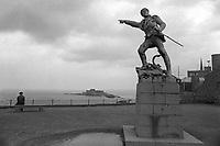 - Francia, Bretagna, Saint-Malo, monumento al corsaro Robert Surcouf  (1978)<br /> <br /> - France, Brittany, Saint-Malo, monument to the corsair Robert Surcouf (1978)