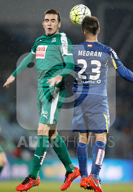 Getafe's Alvaro Medran (r) and Sociedad Deportiva Eibar's Gonzalo Escalante during La Liga match. March 18,2016. (ALTERPHOTOS/Acero)