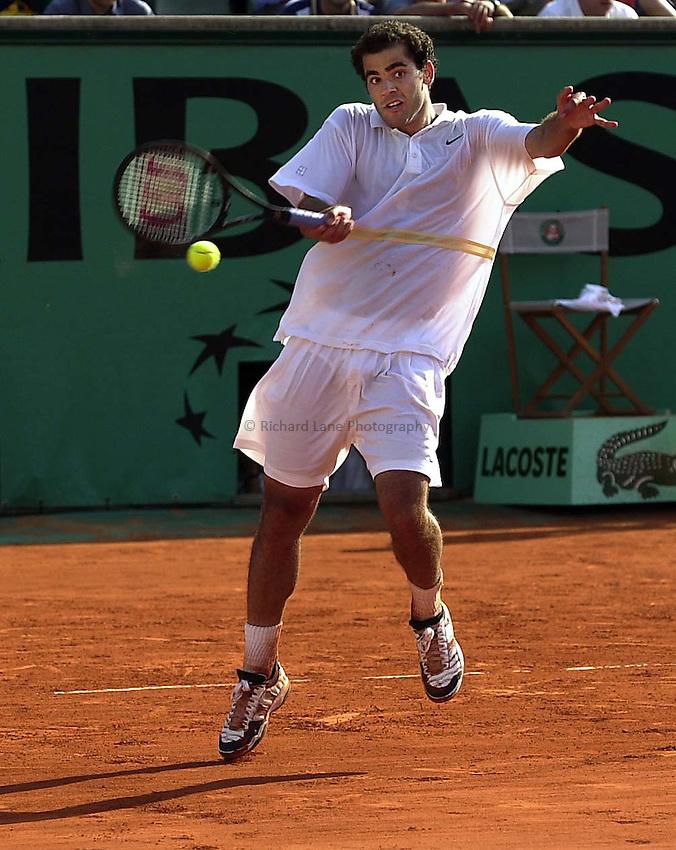 Photo. Richard Lane. .Roland Garros 2001, French Open Tennis. 29/5/2001.Peter Sampras returns for victory over Cedric Kauffmann of France in a 3 hr 12 minute thriller 6-3, 4-6, 6-2, 3-6, 8-6..