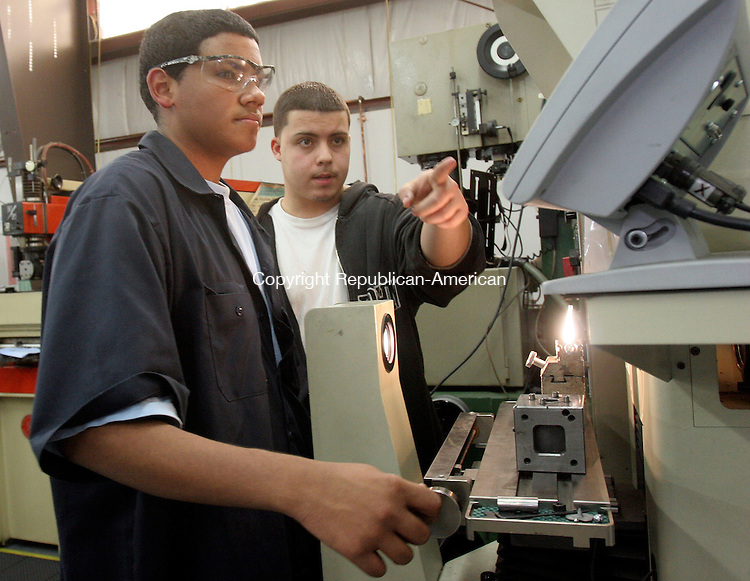 WATERBURY, CT-02November 2006-110206TK09- (left to right) At the Noujaim Tool Company in Waterbury, George Reyes, a Kaynor Tech student is introduced to the basic operation steps to a Comparitor machine that  visually enhances a measuring process. Reyes is assisted by Joshua Lopez, a 2005 Kaynor Tech graduated that is now employed full-time by the Noujaim Tool Company. Tom Kabelka Republican-American (Noujaim Tool Company, George Reyes, Joshua Lopez)