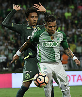 MEDELLÍN -COLOMBIA-10-05-2017: Dayro Moreno (Der) jugador de Atlético Nacional de Colombia disputa el balón con Osman Junior (Izq) jugador de Chapecoense de Brasil durante partido de vuelta por la final de la CONMEBOL Recopa Sudamericana 2017 jugado en el estadio Atanasio Girardot de la ciudad de Medellín. / xx (R) player of Atletico Nacional of Colombia fights for the ball with xxx (L) player of Chapecoense of Brasil during second leg match for the final of the CONMEBOL Recopa Sudamericana 2017 played at Atanasio Girardot stadium in Medellin city. Photo: VizzorImage / Gabriel Aponte / Staff