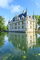 France, Indre-et-Loire (37), Azay-le-Rideau, parc et château d'Azay-le-Rideau au printemps et l'Indre aménagé en plan d'eau