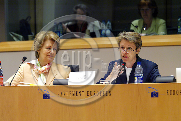 BRUSSELS - BELGIUM - 13 JULY 2005 -- Public Hearing Tenth Anniversary of the Euro-Mediterranean Partnership--From left Baroness NICHOLSON OF WINTERBOURNE, MEP and Vicepresident of Committee on Foreign Affairs, and Muriel DUNBAR, Director of ETF European Training Foundation.  PHOTO: ERIK LUNTANG / EUP-IMAGES..