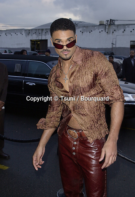 Shemar Moore from Young and the Restless arriving at the Soul Train Music Awards 2001  in Los Angeles. 2/28/2001  © Tsuni          -            MooreShemar01.jpg