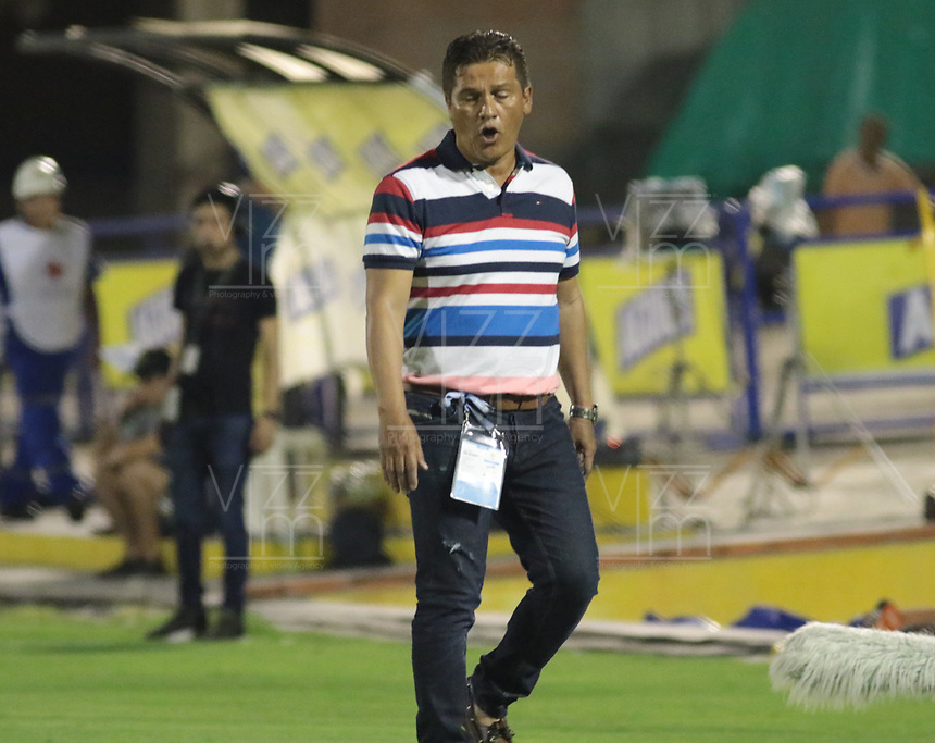 NEIVA- COLOMBIA, 27-09-2019:Flab Torres director tecnico del Atletico Huila.Acción de juego entre los equipos Atlético Huila y Rionegro durante partido por la fecha 13 de la Liga Águila II 2019 jugado en el estadio Guillermo Plazas Alcid de la ciudad de Neiva. /Flabio Torres coach of Atletico Huila. Action game between  Atletico Huila and Rionegro during the match for the date 13 of the Liga Aguila II 2019 played at the Guillermo Plazas Alcid Stadium in Neiva  city. Photo: VizzorImage / Sergio Reyes / Contribuidor.