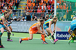 The Hague, Netherlands, June 14: Kim Lammers #23 of The Netherlands tries to score during the field hockey gold medal match (Women) between Australia and The Netherlands on June 14, 2014 during the World Cup 2014 at Kyocera Stadium in The Hague, Netherlands. Final score 2-0 (2-0)  (Photo by Dirk Markgraf / www.265-images.com) *** Local caption *** (L-R) Karri McMahon #11 of Australia, Jayde Taylor #21 of Australia, Kim Lammers #23 of The Netherlands, Kirstin Dwyer #6 of Australia