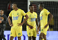 BOGOTÁ -COLOMBIA, 15-04-2017. Jugadores del Bucaramanga lucen decepcionados tras la derrota en el encuentro entre Independiente Santa Fe y Atletico Bucaramanga por la fecha 13 de la Liga Aguila I 2017 jugado en el estadio Nemesio Camacho El Campin de la ciudad de Bogota. / Players of Bucaramanga look disappointed after the lost in match between Independiente Santa Fe and Atletico Bucaramanga for the date 13 of the Aguila League I 2017 played at the Nemesio Camacho El Campin Stadium in Bogota city. Photo: VizzorImage/ Gabriel Aponte / Staff