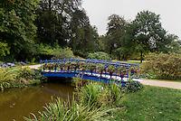Fuchsienbr&uuml;cke im F&uuml;rst P&uuml;ckler Park, Bad Muskau, Sachsen, Deutschland, Europa, UNESCO-Weltkulturerbe<br /> Fuchsia-bridge in F&uuml;rst P&uuml;ckler Park, Bad Muskau, Saxony, Germany, Europe, UNESCO-World Heritage