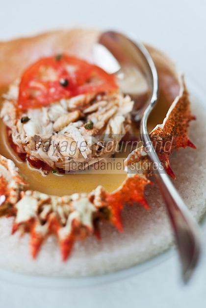 Europe/France/Bretagne/29/Finistère/Sainte-Anne-la-Palud: Emietté d'araignée du pays au piment doux et tomates, coulis de corail à l'anis vert Recette de  Michaël Renard de l' Hôtel de la Plage