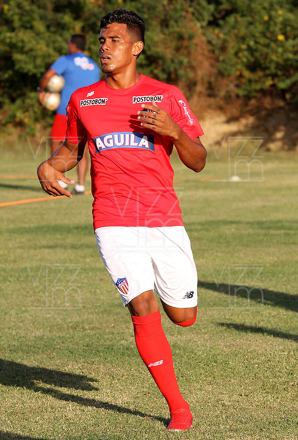 BARRANQUILLA - COLOMBIA - 05 - 01 -2017: Juan Camilo Roa, player of Atletico Junior, during a training session. Photo: VizzorImage / Alfonso Cervantes / Cont.