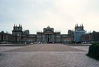 Sir John Vanbrugh with Nicholas Hawksmoor: Blenheim Palace, elevation. West facade. (28 mm wide angle) Photo '87.