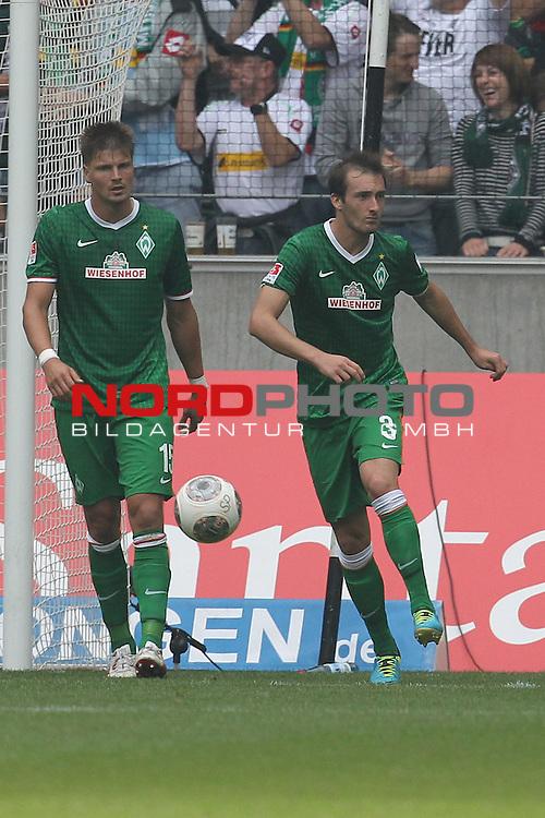 31.08.2013, Stadion im Borussia Park, Moenchengladbach, GER, 1.FBL, Borussia Moenchengladbach vs Werder Bremen, im Bild<br /> Sebastian Pr&ouml;dl (Bremen #15) und Luca Caldirola (Bremen #3) entaeuscht / ent&auml;uscht / traurig nach dem 1:0 durch Juan Arango (Moenchengladbach #18)<br /> <br /> Foto &copy; nph / Mueller