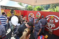 """SAO PAULO, SP, 01/07/2012, DIA DO BOMBEIRO. Acontece hoje (1) no Pq. da Independencia o """" Dia do Bombeiro"""" varias atracoes estao programadas, dentre elas a exposicao de viaturas antigas, mostras de ocorrencias, competicoes entre bombeiros e shows misicais.  Luiz Guarnieri/ Brazil Photo Press"""