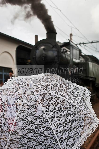 Europe/France/Aquitaine/33/Gironde/Soulac-sur-Mer: Lors de Soulac 1900, Ombrelle et locomotive