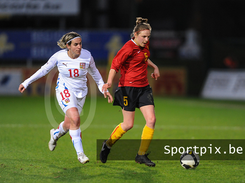 Belgium - Czech Republic : Lorca Van De Putte in de spurt met Iva Mocova (links).foto DAVID CATRY / Vrouwenteam.be