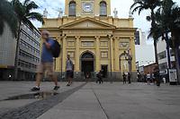 Campinas (SP), 17/03/2020 - Catedral Metropolitana de Campinas. Pouca movimentacao de pedestres, veiculos e no comercio da regiao central de Campinas, interior de Sao Paulo, nesta terca-feira (17), devido a restricoes da pandemia do novo Coronavirus (Covid-19). (Foto: Luciano Claudino/Codigo 19/Codigo 19)