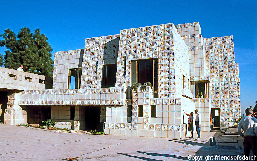 F.L. Wright: Ennis-Brown House, Hollywood 1924.  Photo '86.