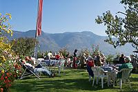 Italien, Suedtirol, Buschenschank Haidenhof oberhalb von Tscherms bei Meran    Italy, South Tyrol, Alto Adige, mountain Inn Haidenhof above Tscherms near Merano