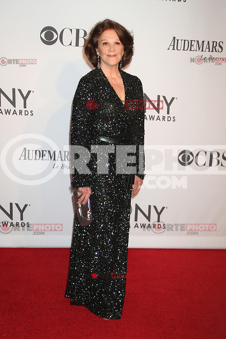 Linda Lavin at the 66th Annual Tony Awards at The Beacon Theatre on June 10, 2012 in New York City. Credit: RW/MediaPunch Inc. NORTEPHOTO.COM