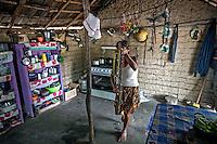 Indigenas da tribo Pataxo, Aldeia Mae na Reserva indigena do Monte Pascoal, em Caraiva. Bahia. 2015. Foto de Ubirajara Machado.