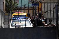 ATENÇÃO EDITOR: FOTO EMBARGADA PARA VEÍCULOS INTERNACIONAIS. - RIO DE JANEIRO,RJ, 4 DE OUTUBRO DE 2012- POLICIAL ASSAINADO  EM OSWALDO  CRUZ  RJ- Policial Luiz Gustavo , lotado no 41º BPM Irajá, fooi assasisnado na  mnhã desta quinta-feira(4), no bairro de Oswaldo Cruz, zona norte do RJ, dentro de uma vila residencial, com 7 distaparos.Antes do assassinato houve uma  discussão entre os assissinaos e o policial.<br /> ( GUTO MAIA / BRAZIL PHOTO PRESS )